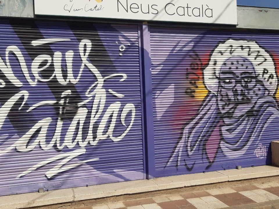 mural neus català vandàlic